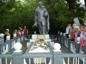 Посещение памятника